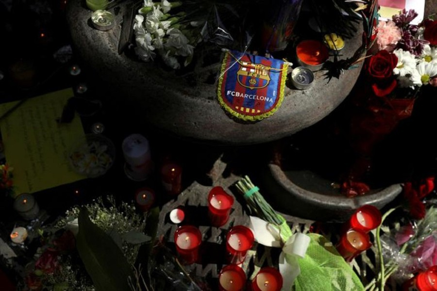 People gather around an impromptu memorial a day after a van crashed into pedestrians at Las Rambals in Barcelona, Spain. August 18, 2017. Reuters