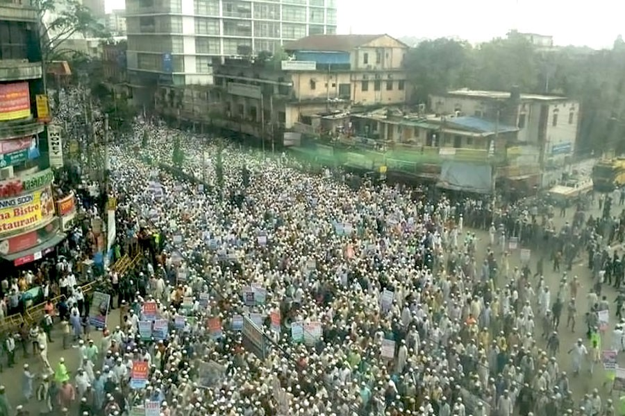 Thousands of people in Dhaka protest violence against Rohingyas in northern Rakhine state of Myanmar. FE Photo
