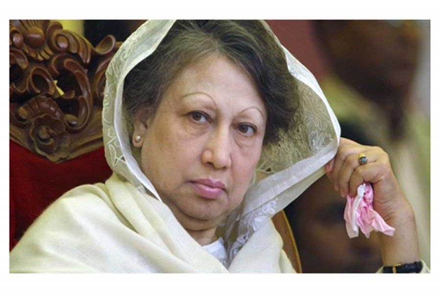 Khaleda claims innocence, bursts into tears in courtroom