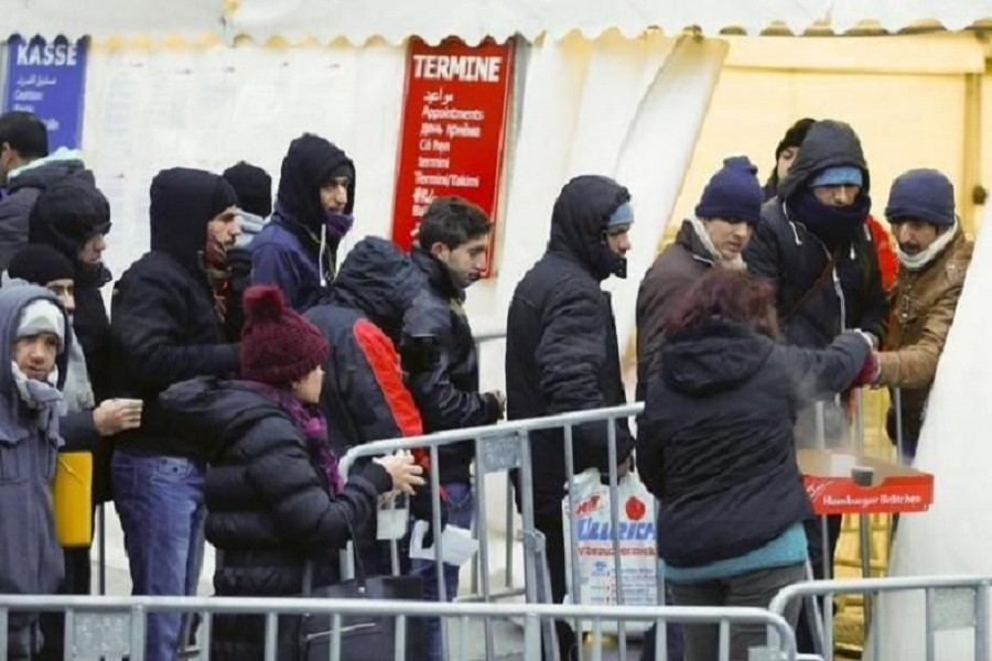 Migrants queue to enter a tent that serves as a waiting room at the the Berlin Office of Health and Social Affairs (LAGESO), in Berlin, Germany, January 5, 2016. Reuters
