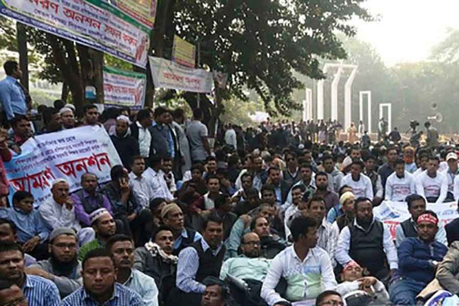 Hunger strike of government primary school teachers