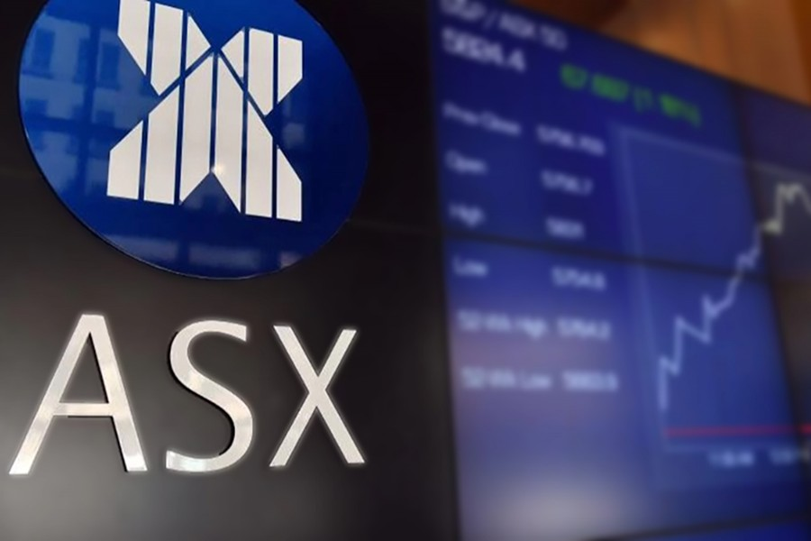 Australian shares rise to 10-year high