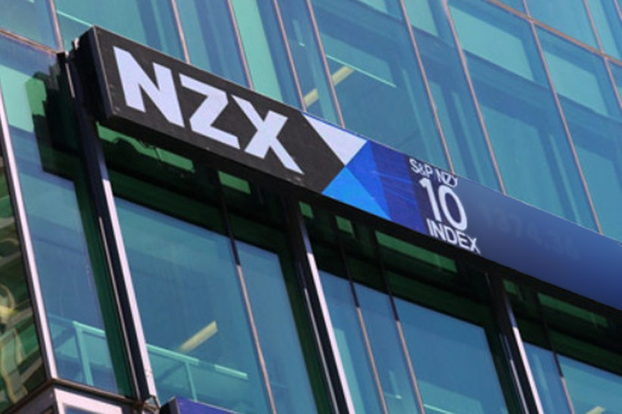 NZ stocks dip, end 2017 with gains