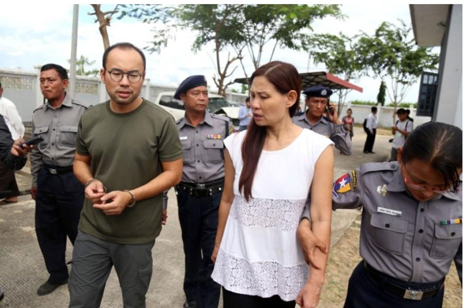 Cameraman Lau Hon Meng from Singapore (L) and reporter Mok Choy Lin from Malaysia arrive for their first appearance in the court,Myanmar November 10, 2017. Reuters.