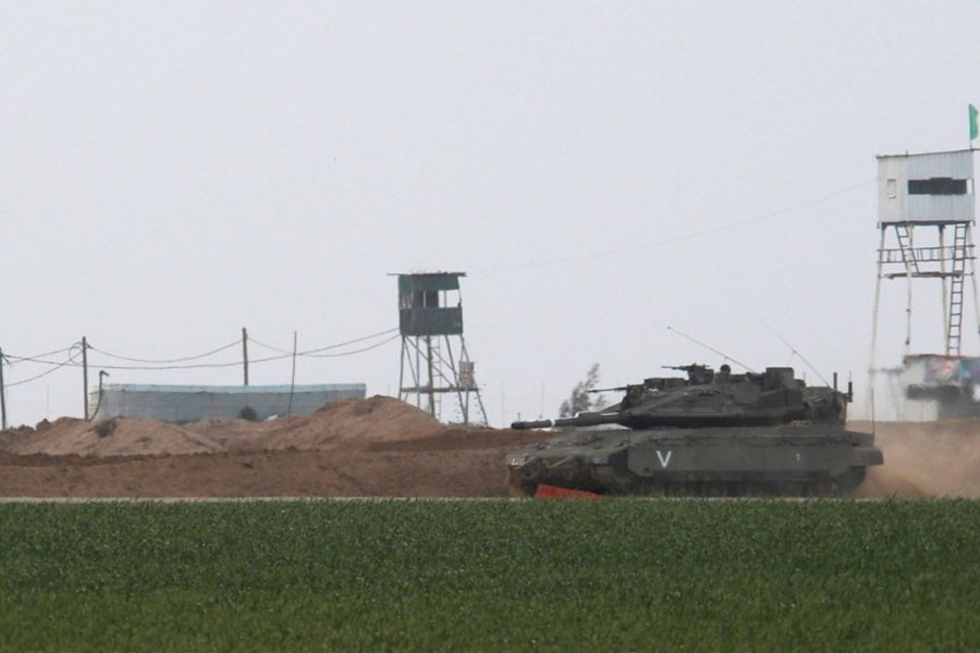 An Israeli tank manoeuvres along the border fence with the southern Gaza Strip, as watch-towers are seen on the Palestinian side near Kibbutz Nirim, Israel February 17, 2018. (REUTERS)