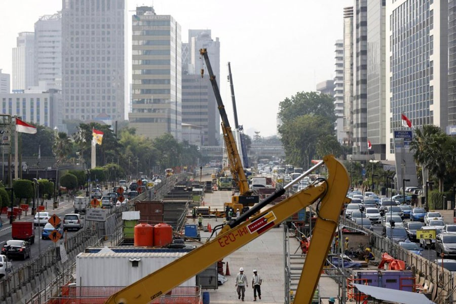 Workers using heavy machinery are seen constructing the new MRT line in central Jakarta, Indonesia July 2, 2015. (REUTERS)