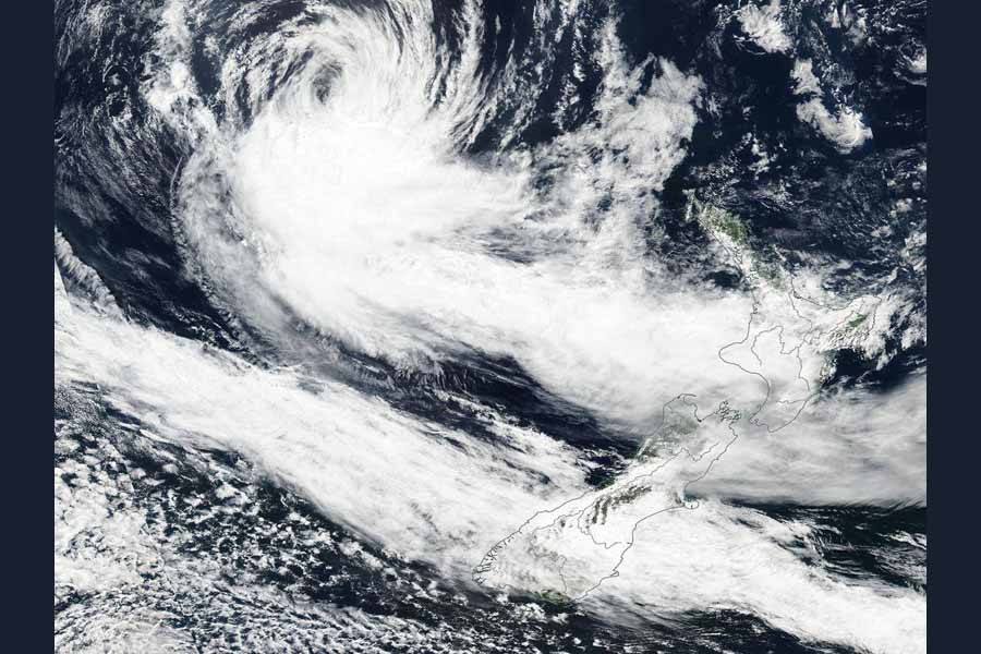 Cyclone pummels New Zealand, Christchurch declares state of emergency
