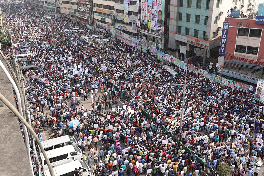 BNP hopefuls along with activists in hundreds gather in front of the party's Nayapaltan central office in the city on Tuesday to collect nomination papers for the upcoming Jatiya Sangsad polls — FE Photo used for representational purpose