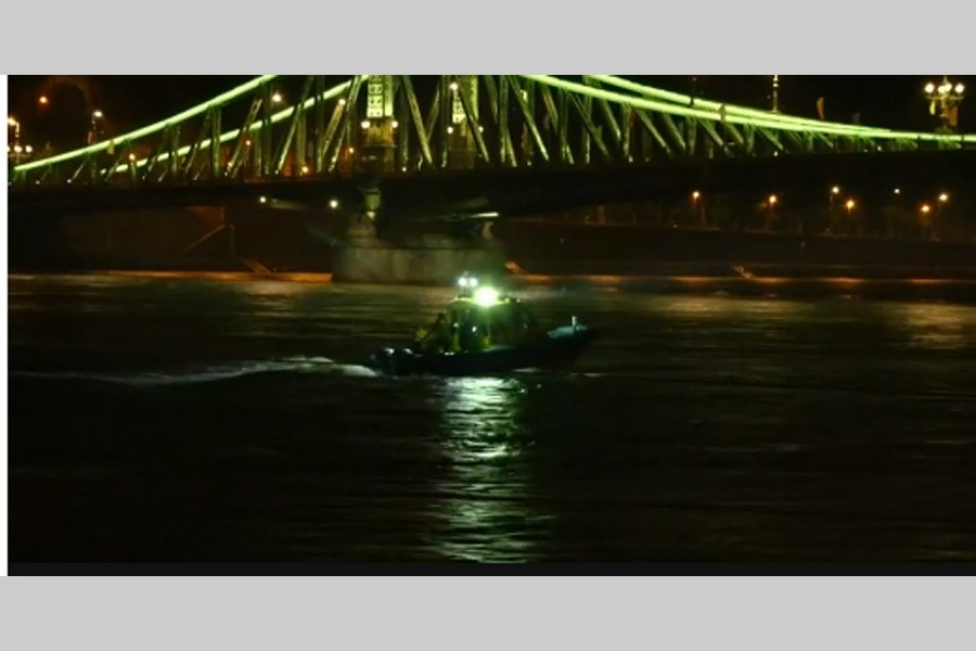 Seven tourists die as boat sinks in Hungary