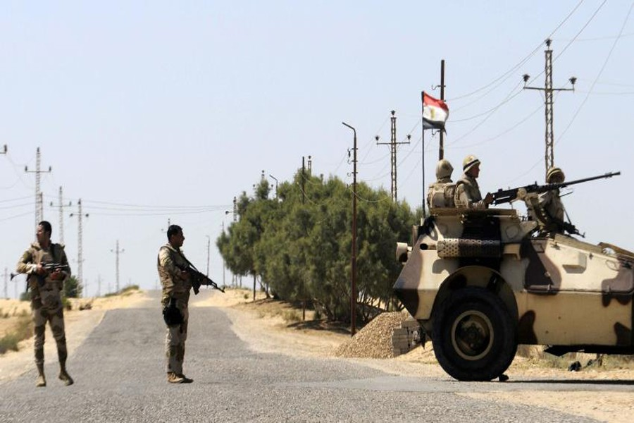 Militants kill eight security personnel in Sinai