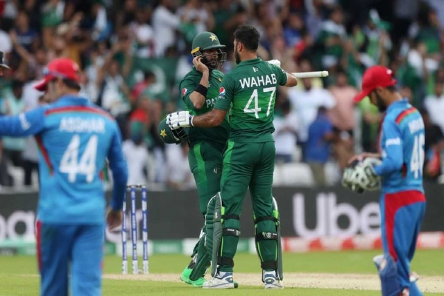 Pakistan beat nervy Afghanistan to keep their WC hopes alive