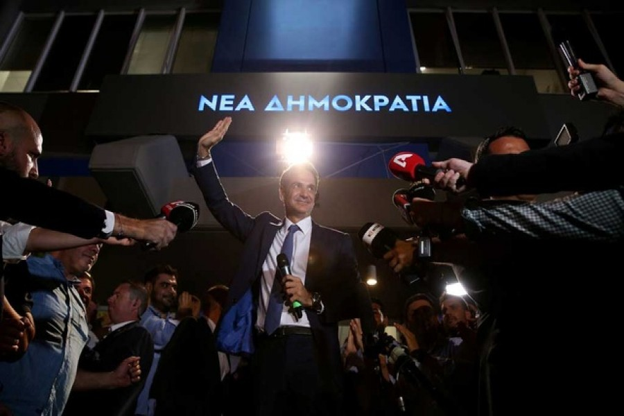 New Democracy conservative party leader Kyriakos Mitsotakis waves as he speaks outside party's headquarters, after the general election in Athens, Greece, July 7, 2019. Reuters