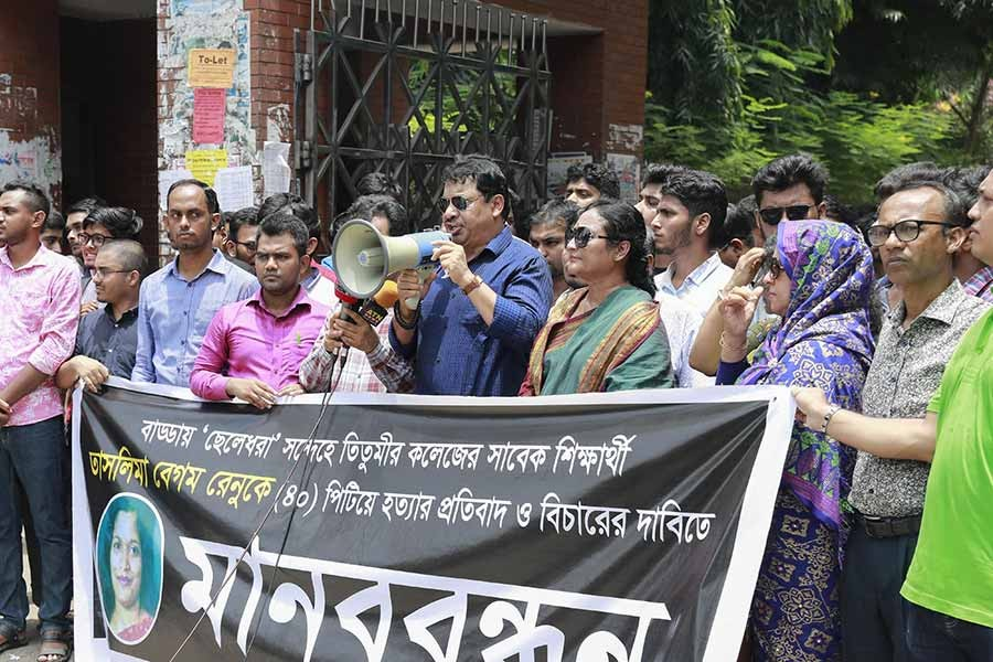 A human chain demanding justice for Taslima Begum Renu, an innocent woman who was lynched by a mob in Badda recently. — Star Mail Photo