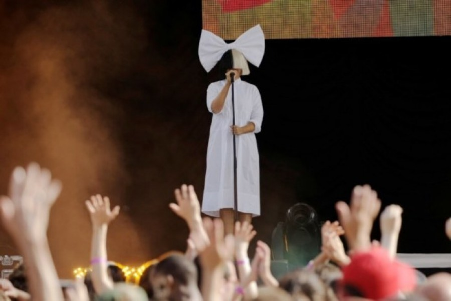 "Singer Sia performs on ABC's ""Good Morning America"" in New York City, New York on July 22, 2016 - Photo: REUTERS/Joe Penney"
