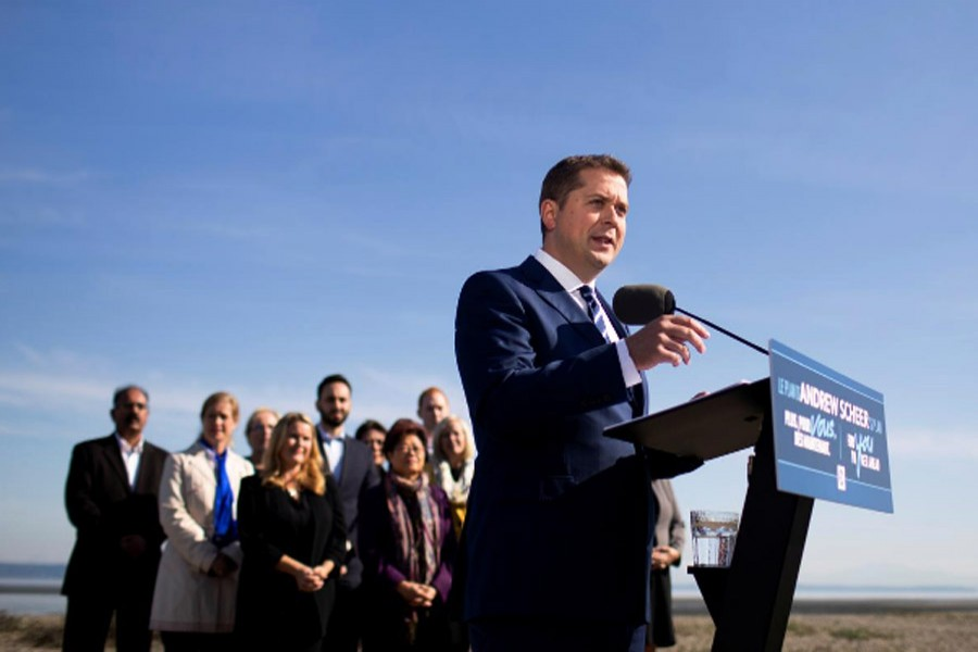 Leader of Canada's Conservatives Andrew Scheer campaigns for the upcoming election in Delta, British Columbia, Canada October 11, 2019. (Reuters)