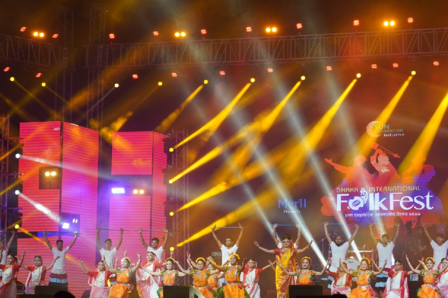 Curtain falls on Dhaka International Folk Fest