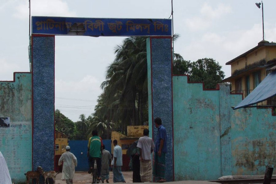 Jute mill workers stage sit-in  in Khulna, Jashore to press home 11-point demand