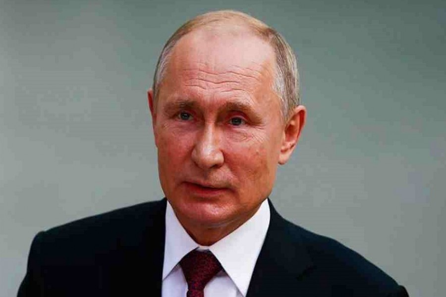 Putin announces paid leave for all Russians next week
