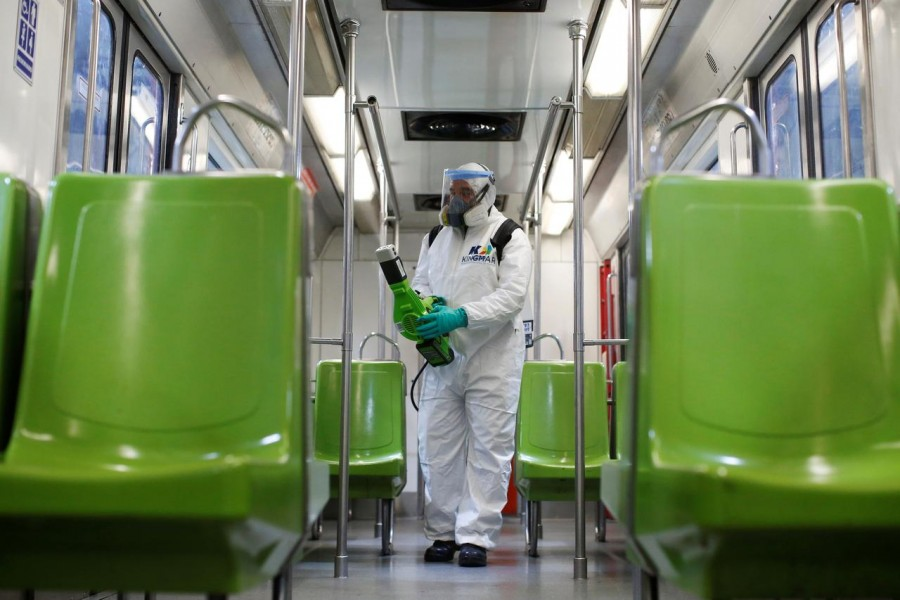 World News March 18, 2020 / 5:03 AM / 8 days ago Mexico, former swine flu hub, tests nerves with coronavirus strategy Frank Jack Daniel, Adriana Barrera  4 Min Read  MEXICO CITY (Reuters) - Mexican officials are dragging their feet on border closures and coronavirus containment measures, in what critics call a high risk strategy driven by bad memories of a shutdown a decade ago that deepened the country's recession during the swine flu epidemic. A worker carries out the disinfection of a metro car, as part of Mexico City's government's measures in response to the coronavirus disease (COVID-19), in Mexico City, Mexico March 17, 2020. REUTERS/Gustavo Graf