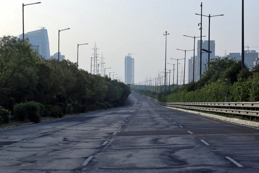 A deserted view of Yamuna Expressway that connects Delhi with Agra during a 21-day nationwide lockdown to slow the spreading of coronavirus disease (COVID-19) in Agra, India, April 07, 2020. — Reuters/Files