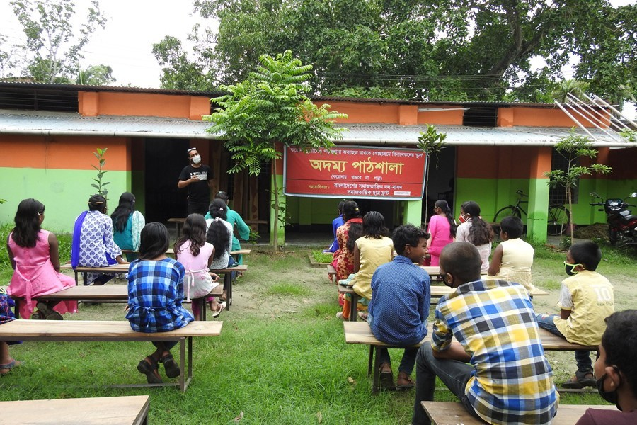 A teacher imparting lessons to students at a mobile school in Magura town — FE Photo