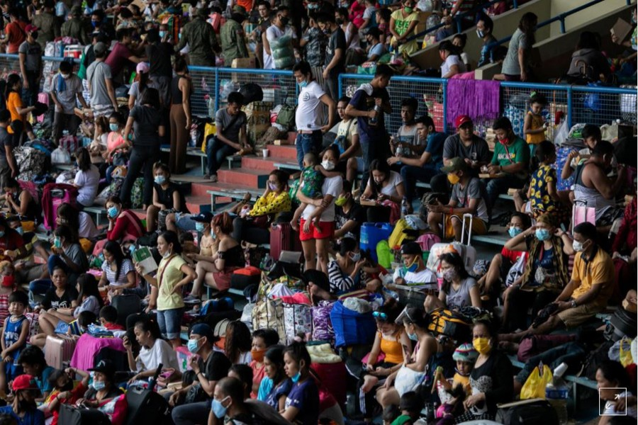 Filipinos stranded due to the coronavirus disease (COVID-19) restrictions cram inside a baseball stadium for a government transportation program that while transport them back to their provinces, in Rizal Memorial Sports Complex, Manila, Philippines, July 25, 2020. REUTERS/Eloisa Lopez
