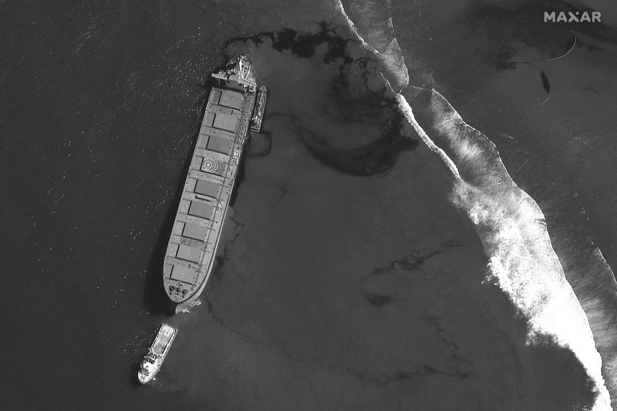 A satellite image shows the MV Wakashio ship and the oil spill off the southeast coast of Mauritius, August 8, 2020. Picture taken August 8, 2020. Satellite image ©2020 Maxar Technologies/Handout via REUTERS