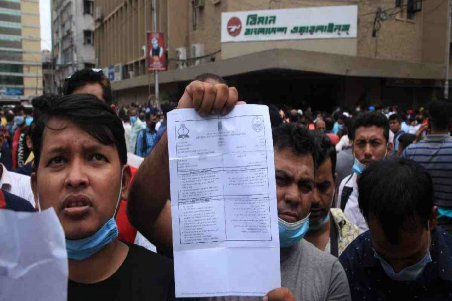 The stranded workers, desperate to go to their workplaces in Saudi Arabia, continued to throng the offices of the Saudia Airlines and Biman Bangladesh Airlines in the city and waited for a long time to collect tokens, but many of them returned empty-handed - UNB file photo used for representation