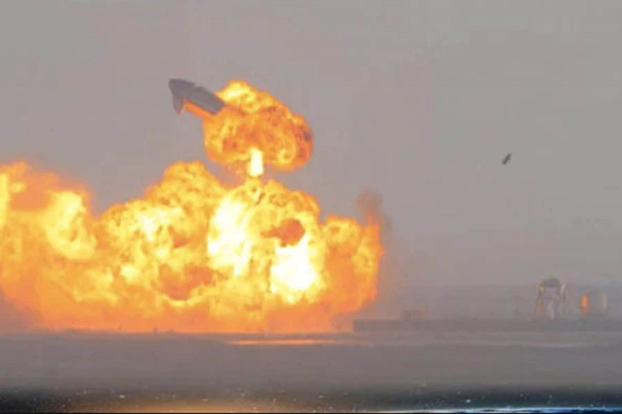SpaceX Starship rocket prototype blows up