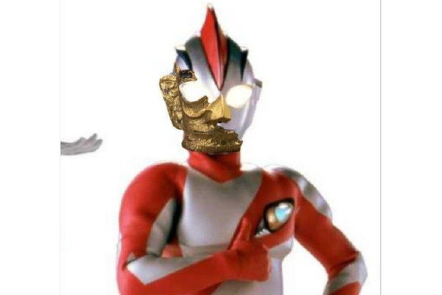 One popular image showed the Japanese action figure Ultraman with the mask - Photo collected from Weibo