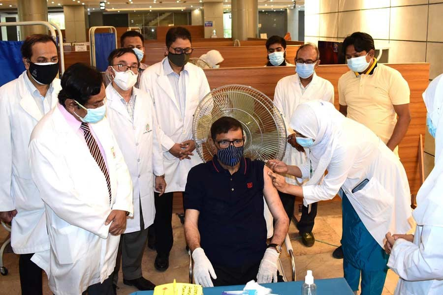 Obaidul Quader receives first dose of Covid-19 vaccine