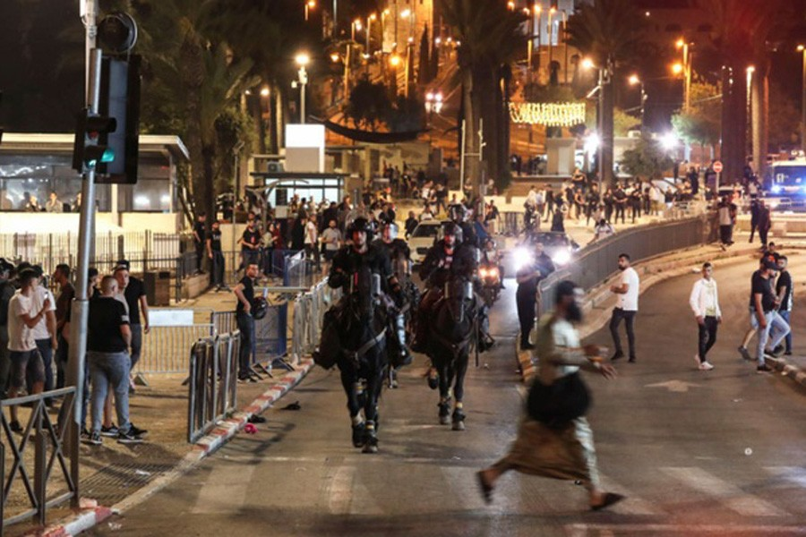Ramadan sees Israeli police and Palestinians face off in Jerusalem