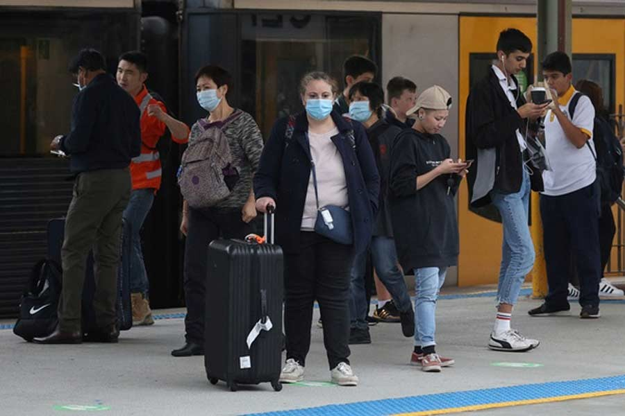 People, some wearing protective face masks, standing on a train platform at Central Station after new public health regulations were announced for greater Sydney, including compulsory mask-wearing on public transport, following the emergence of new cases of the coronavirus disease (COVID-19) in Sydney last week –Reuters file photo