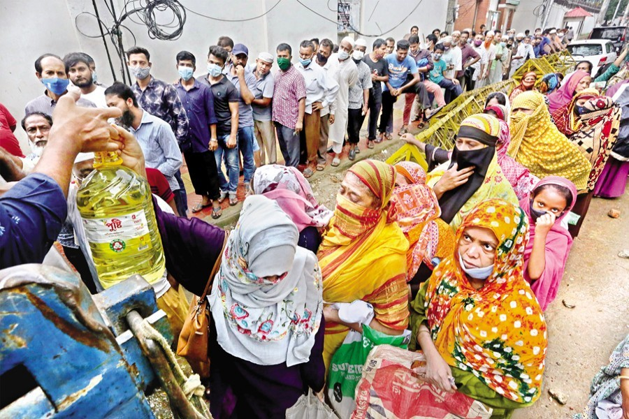 People waiting in queues to buy daily commodities at a TCB sales point near the National Press Club in the city on Thursday. With prices of the essentials rising, such queues for buying kitchen commodities at subsidised prices are getting longer these days — FE photo