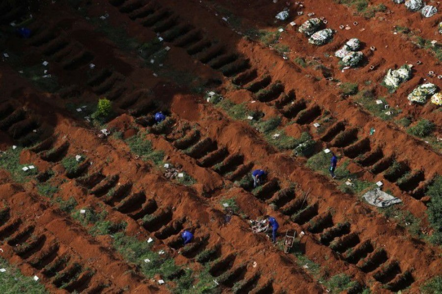 Gravediggers open new graves as the number of dead rose after the coronavirus disease (Covid-19) outbreak, at Vila Formosa cemetery, Brazil's biggest cemetery, in Sao Paulo, Brazil on April 2, 2020 — Reuters/Files
