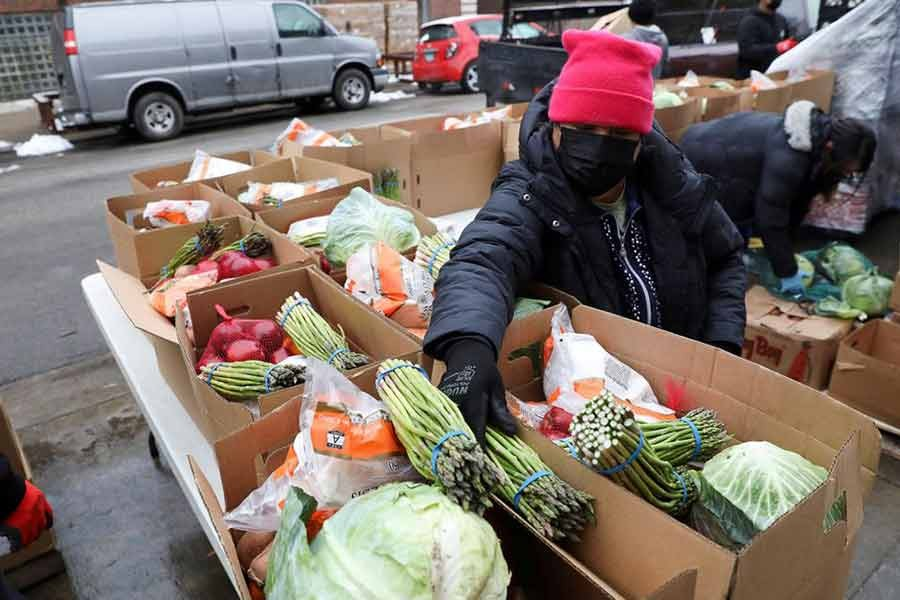 Food boxes are packed at the nonprofit New Life Centers' food pantry in Chicago of the United States on March 16 this year -Reuters file photo