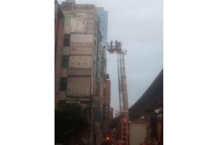 Gafur Tower on Topkhana Road catches fire