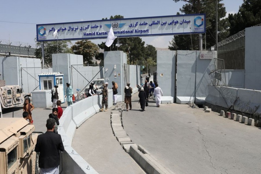 Kabul airport reopens to receive aid