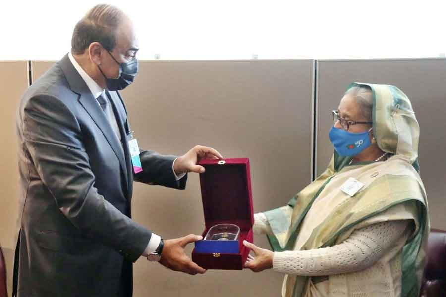 Kuwaiti Prime Minister Sheikh Sabah Khaled Al-Hamad Al-Sabah receiving a souvenir on Mujib Year from Prime Minister Sheikh Hasina during a bilateral meeting at the United Nations Headquarters in New York on Tuesday –PID Photo
