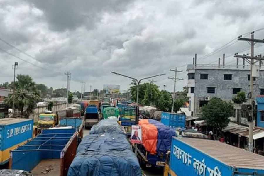 Export pressure continues to cause heavy traffic congestion in Benapole