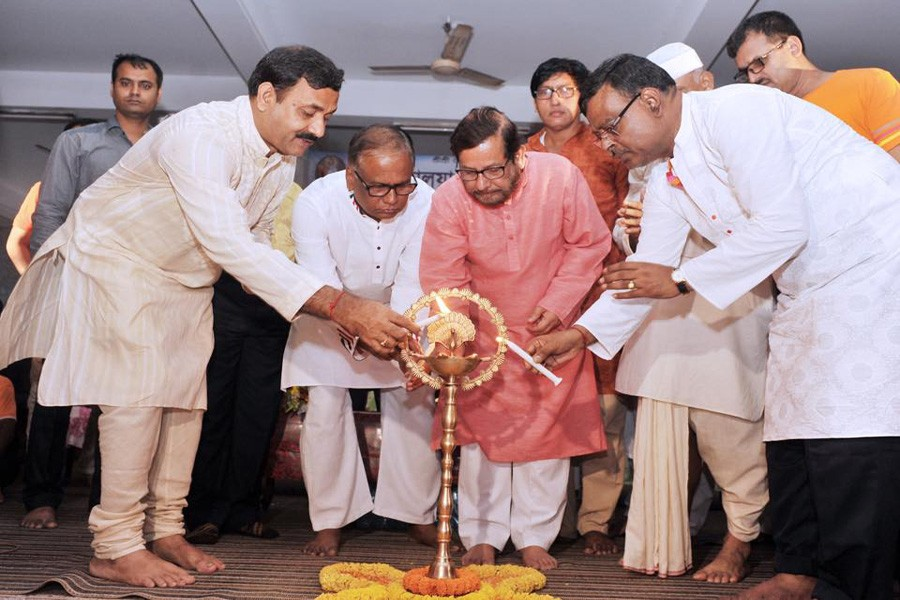 Cultural Minister Asaduzzaman Noor inaugurated the festival as chief guest by lighting the candle. - UNB