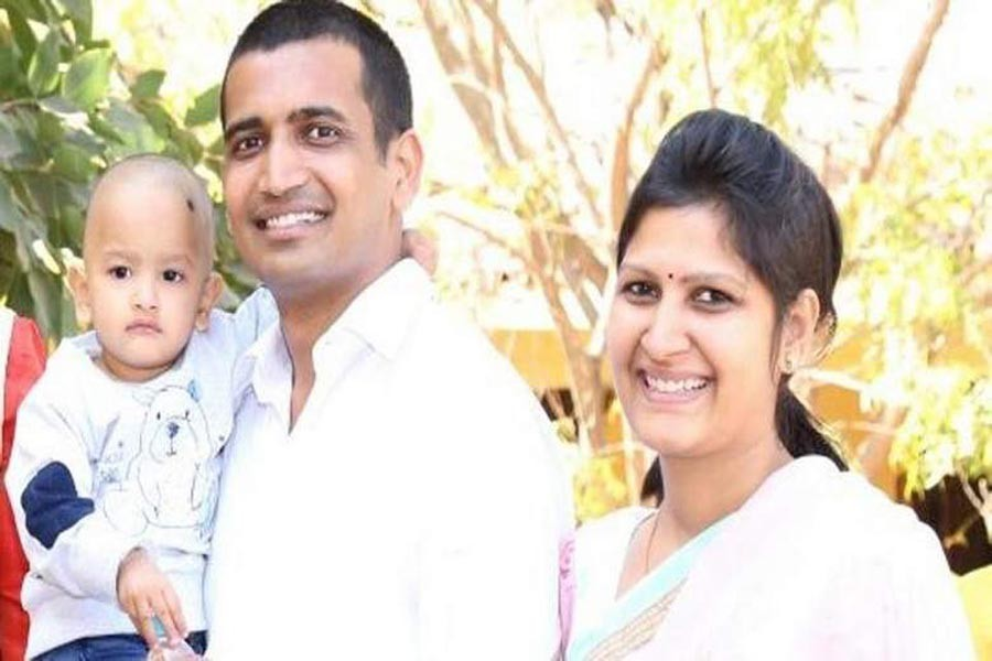 Couple leaves 3-yr-old daughter, Rs 100cr to become monks