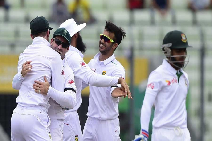 S Africa lose both openers in 2nd knock