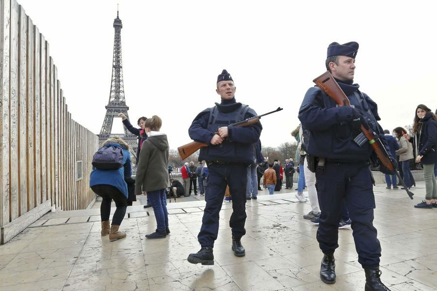 Police patrol near the Eiffel Tower the day after a series of deadly attacks in Paris , November 14, 2015. (Reuters file photo)