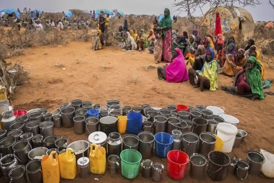 Posturists wait for food and water in Ethiopia Warder district in the Somali region of Ethiopia, Saturday, Jan. 28, 2017. (AP photo)