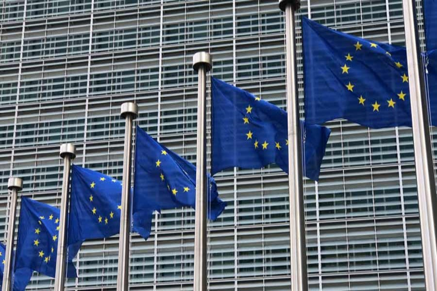 Euro zone private sector growth slumps in Oct