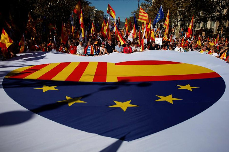 Pro-unity supporters take part in a demonstration in central Barcelona, Spain on Sunday. - Reuters photo