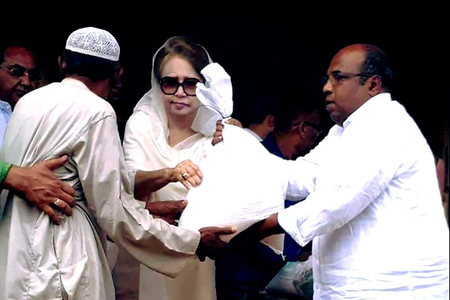 BNP Chairperson Khaleda Zia distributes relief items for Rohingya refugees at a camp in Ukhiya of Cox's Bazar. Photo: BNP