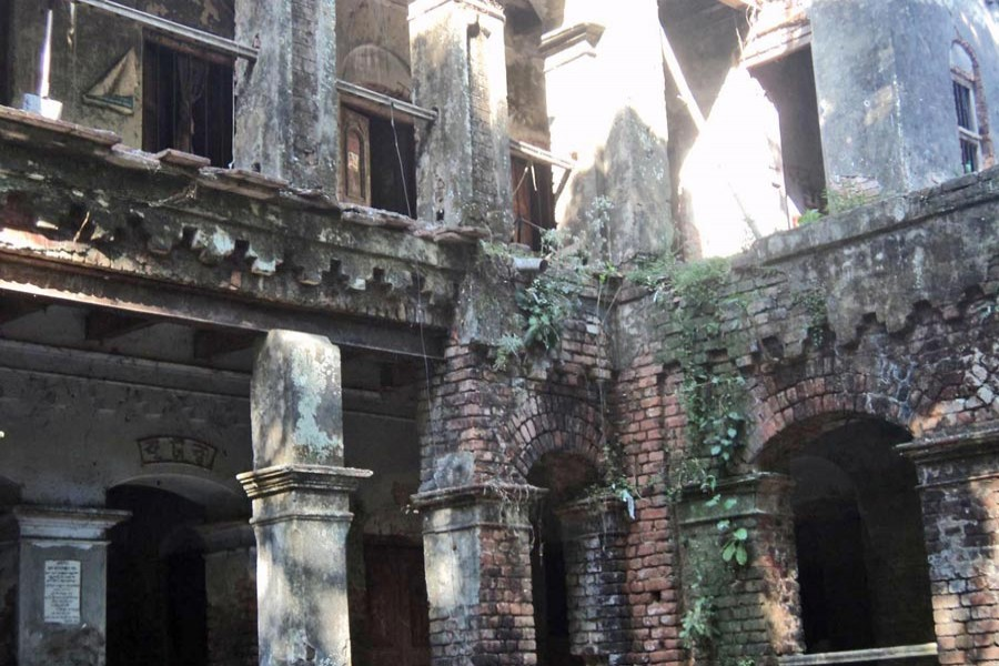 Dilapidated ancestral home of late Dr Nihar Ranjan Gupta in Narail. 	— FE Photo