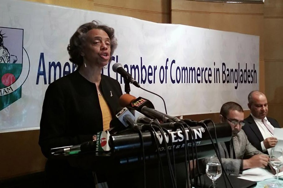 US ambassador in Dhaka Marcia Stephens Bloom Bernicat addresses the regular luncheon meeting of American Chamber of Commerce in Bangladesh (AmCham) at a hotel in Dhaka on Monday. Photo: bdnews24.com